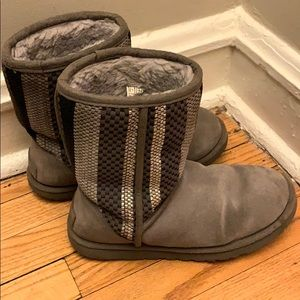 Used Grey/Silver Ugg boots